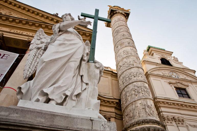 Fasada kościoła św. Karola Boromeusza w Wiedniu