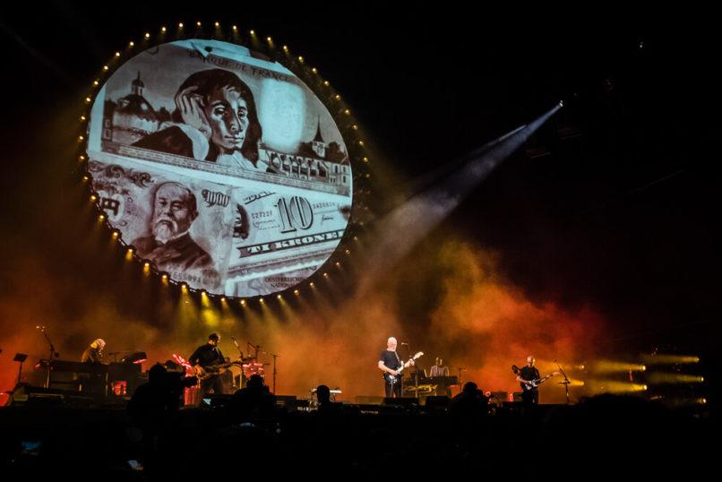 David Gilmour podczas wykonywania Money