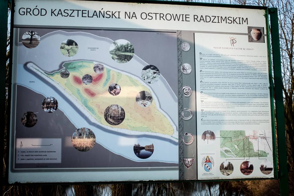 Gród Kasztelański na Ostrowie Radzimskim - tablica informacyjna