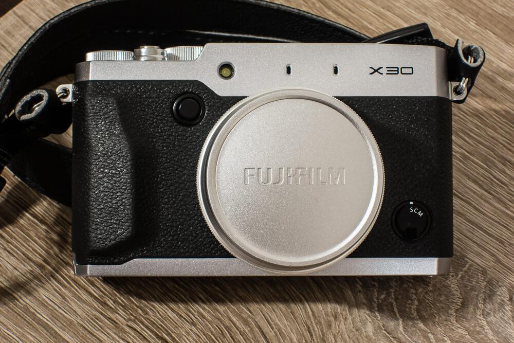 FujiX30 - widok z przodu